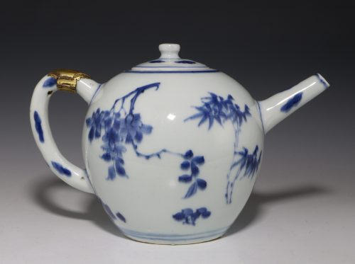 Chinese Transitional Blue and White Teapot C1640/50