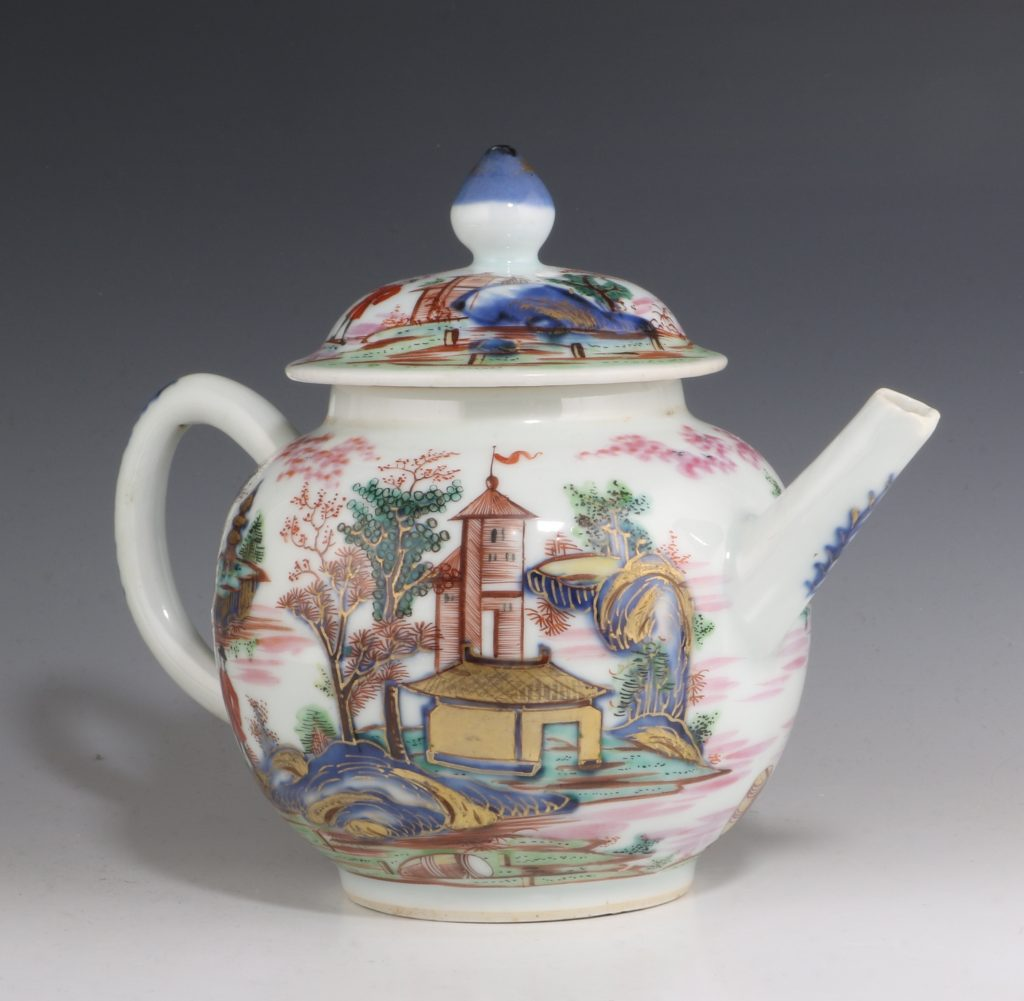 London Decorated Chinese Blue and White Teapot 1746/50 2