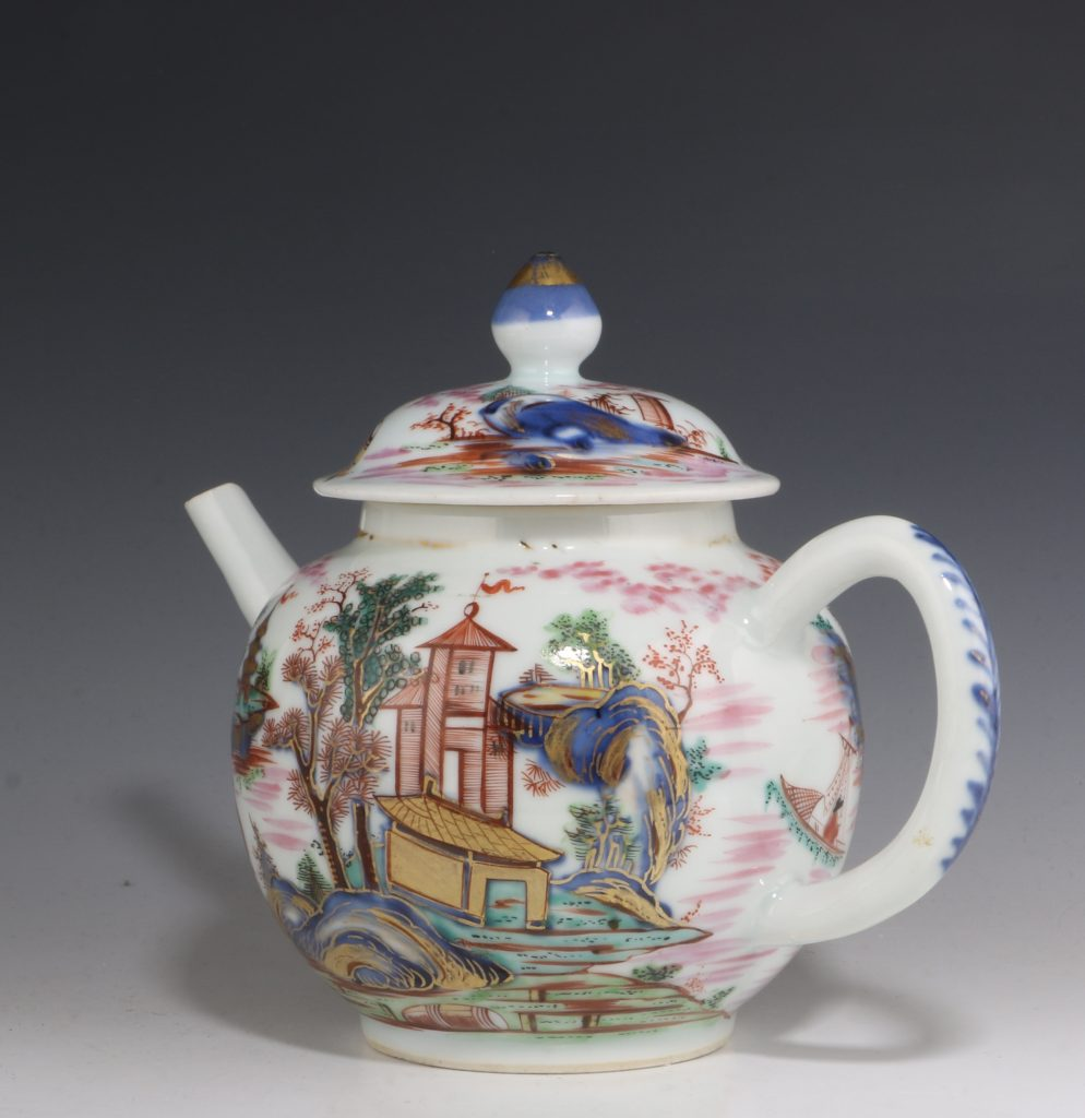 London Decorated Chinese Blue and White Teapot 1746/50 5