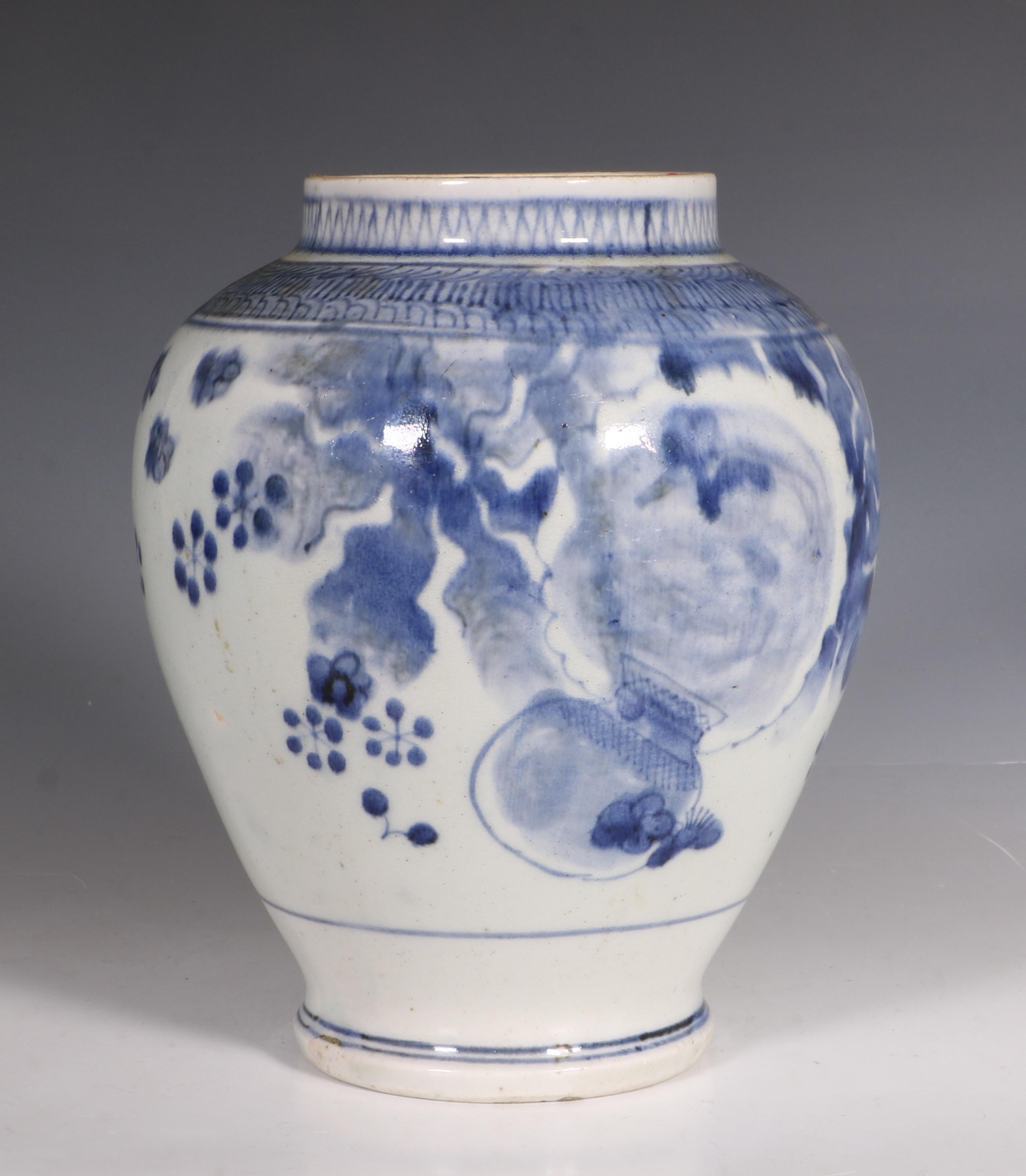 japanese arita blue and white vase l17thc 4