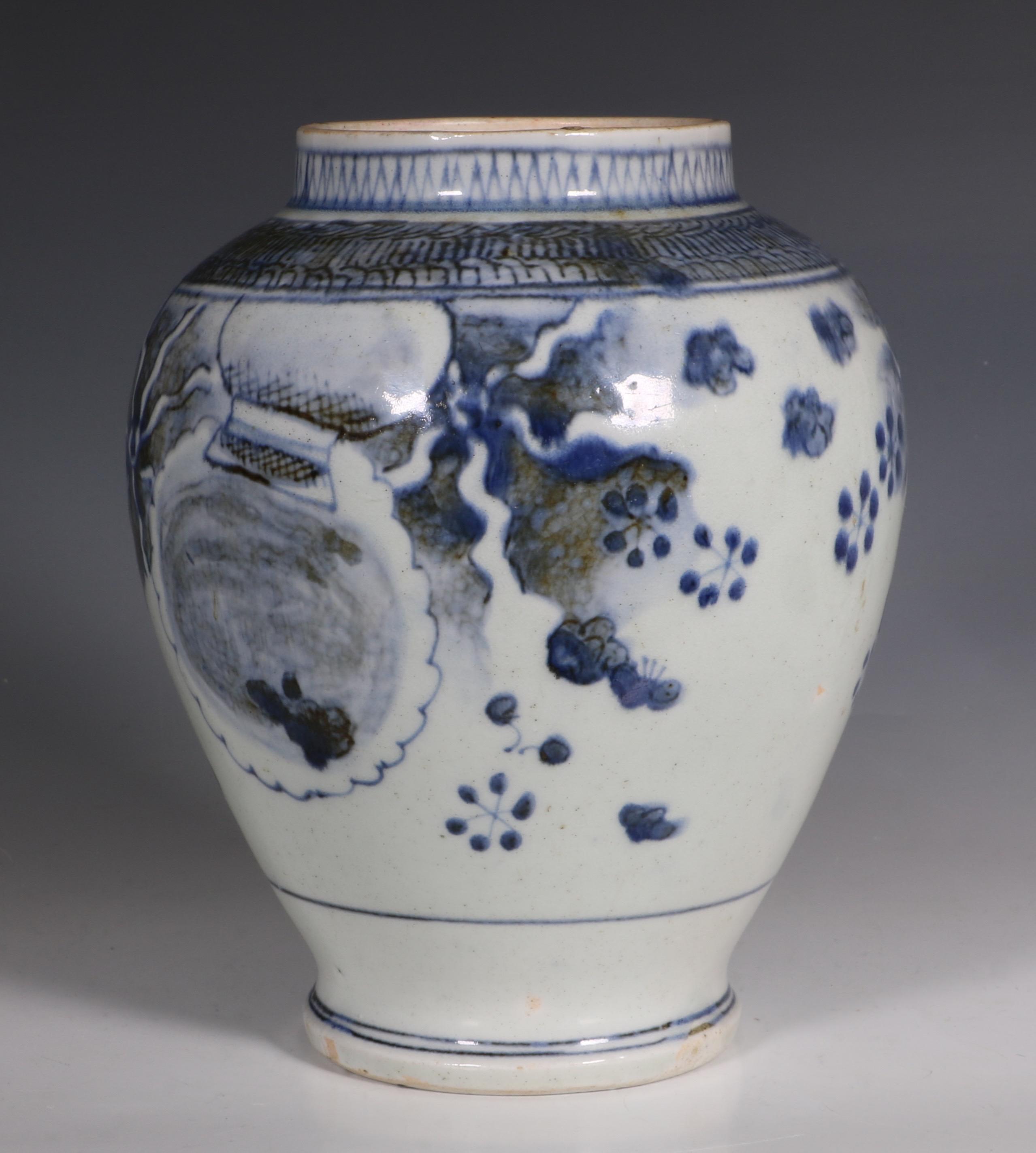 japanese arita blue and white vase l17thc 1