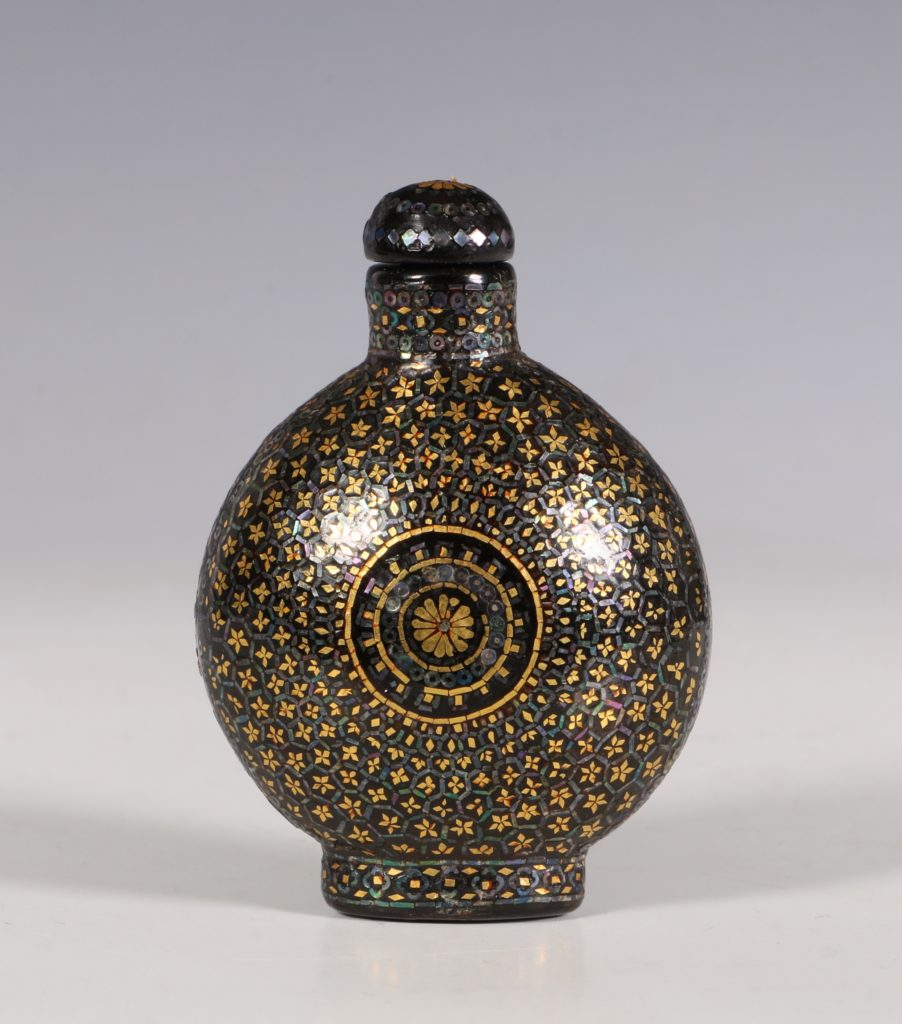 A Lac Burgaute Snuff Bottle C1880/1930 2