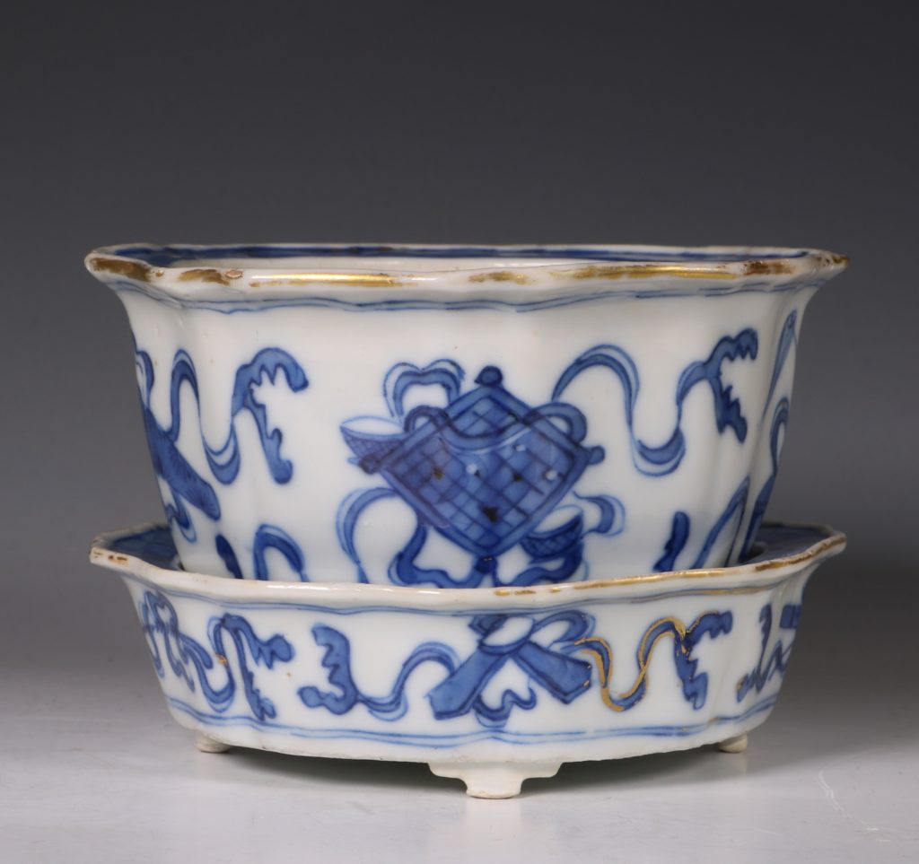 A Small Blue and White Jardiniere and Stand Kangxi C1700 2