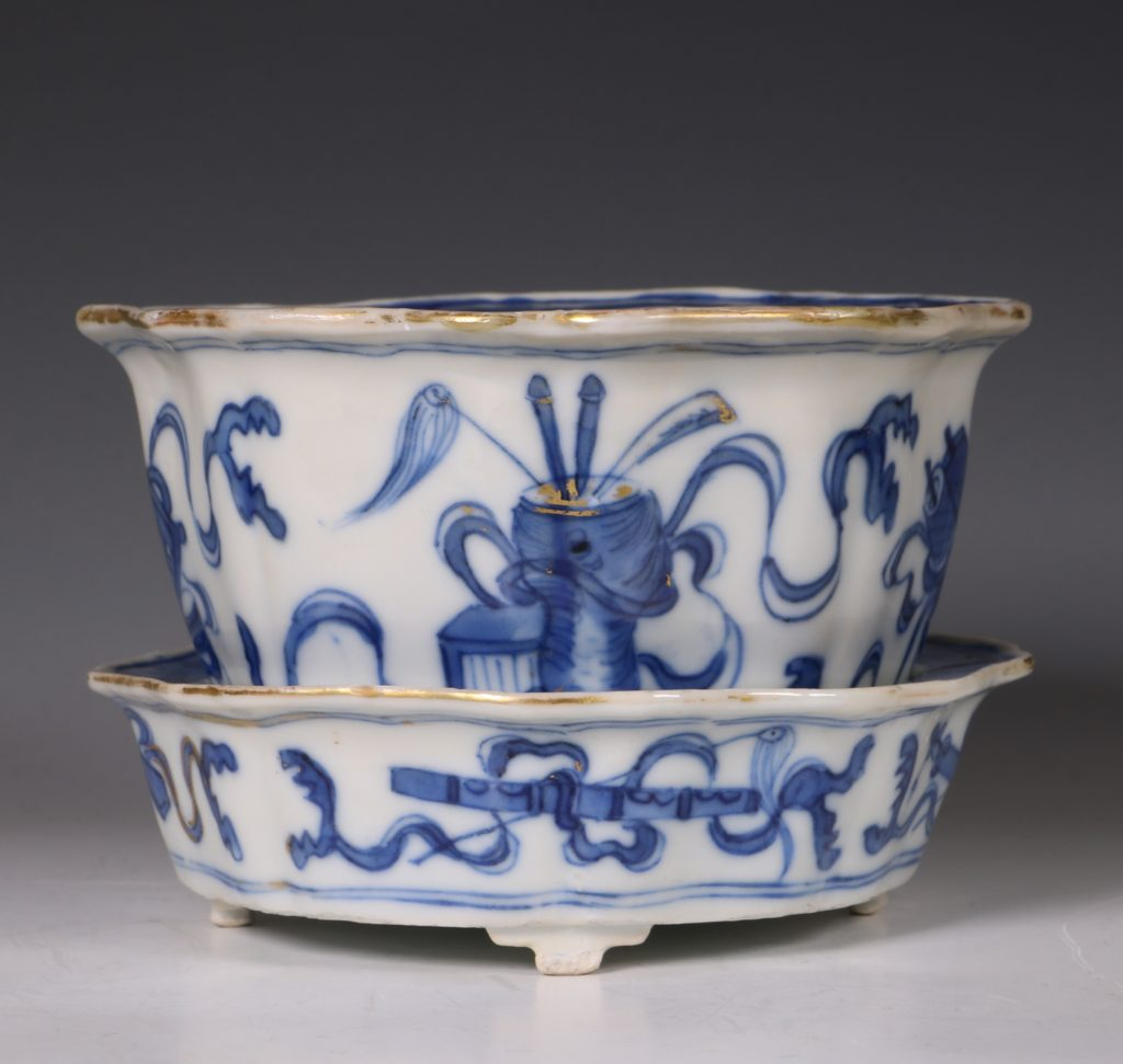 A Small Blue and White Jardiniere and Stand Kangxi C1700 3
