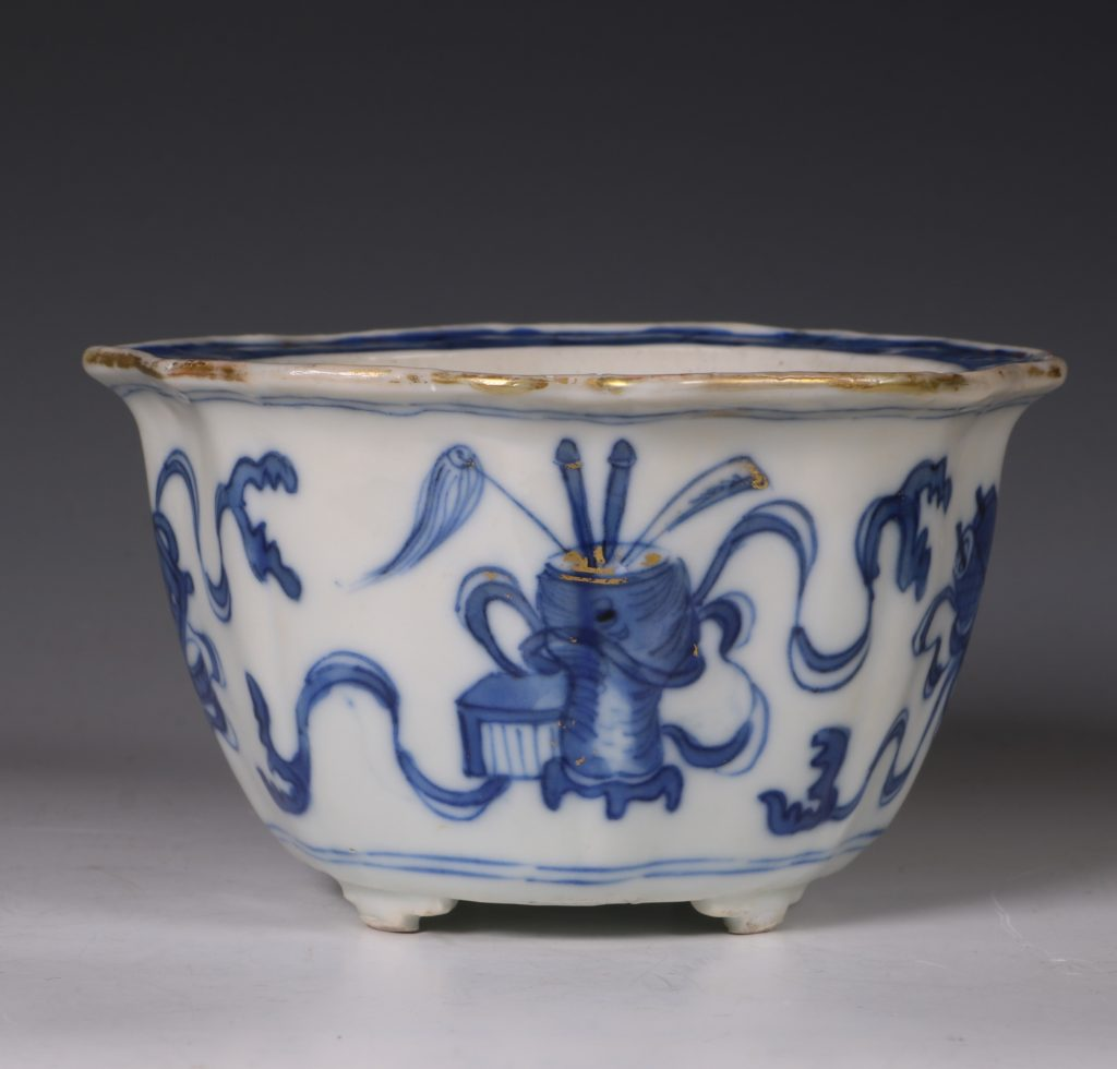 A Small Blue and White Jardiniere and Stand Kangxi C1700 5