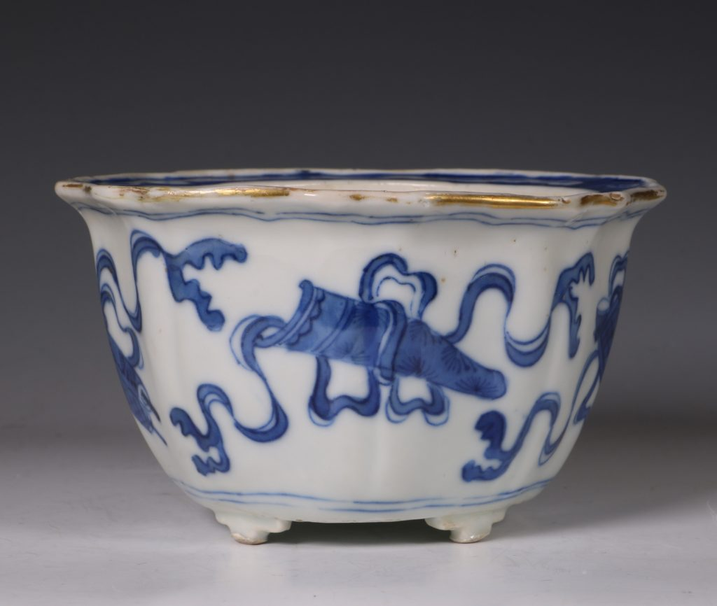 A Small Blue and White Jardiniere and Stand Kangxi C1700 7