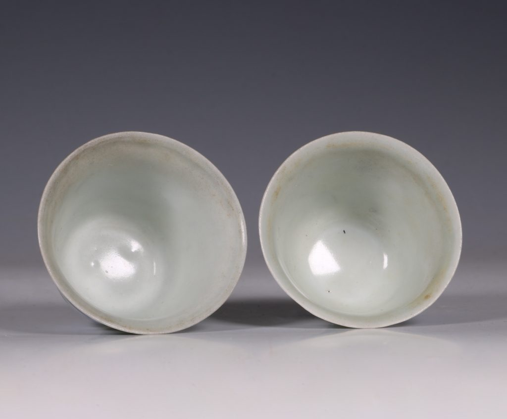 Pair of Blue and White Hatcher Wine Cups Transitional C1643/6 5