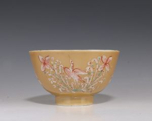 London Decorated Kangxi Teabowl C1690/1710