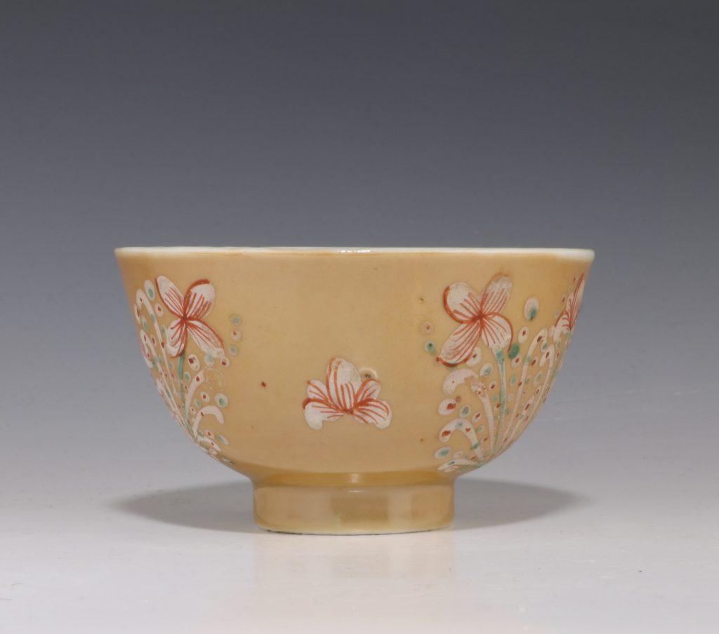 London Decorated Kangxi Teabowl C1690/1710 1