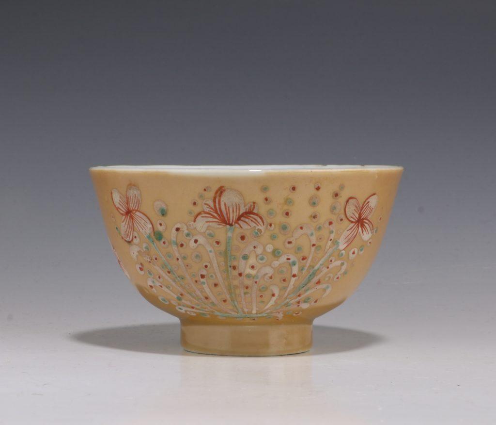 London Decorated Kangxi Teabowl C1690/1710 2
