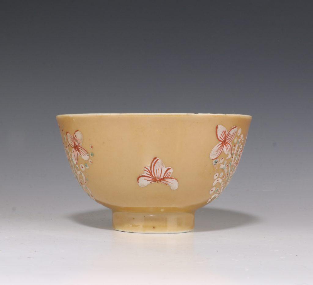 London Decorated Kangxi Teabowl C1690/1710 3