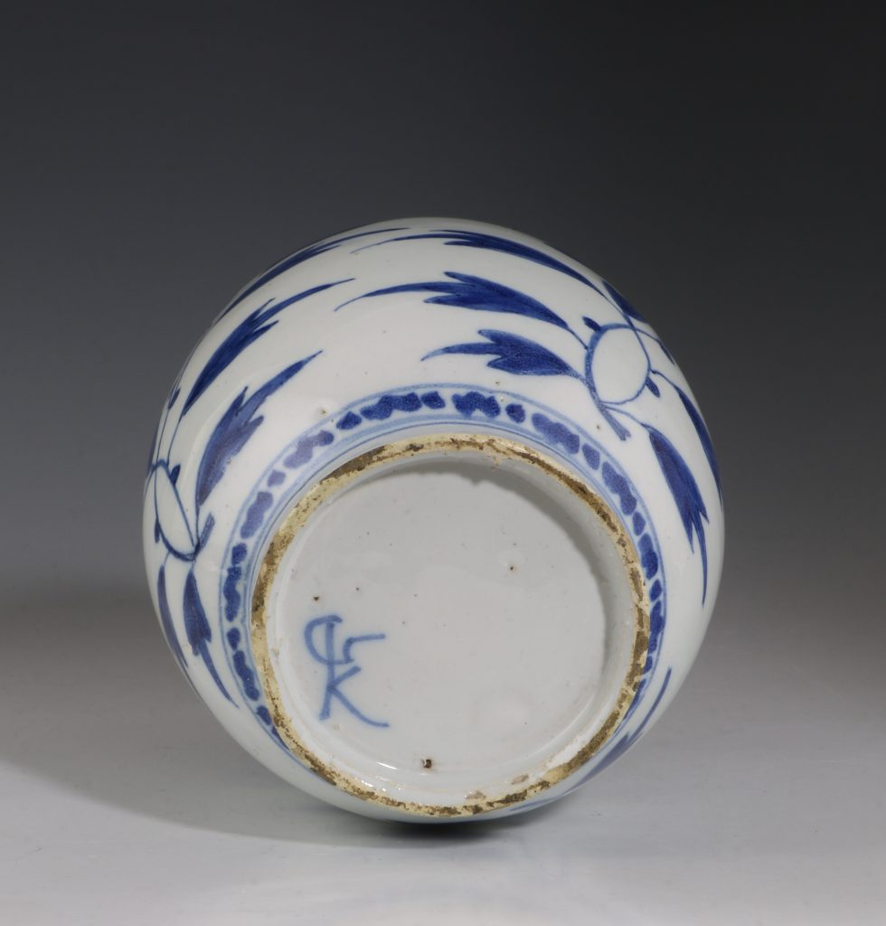 Dutch Delft Blue and White Small Jar L17thC 3