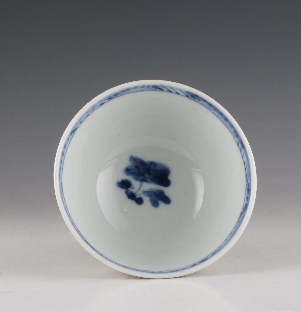 Pair of London Decorated Chinese Tea Bowls C1690-1710 6