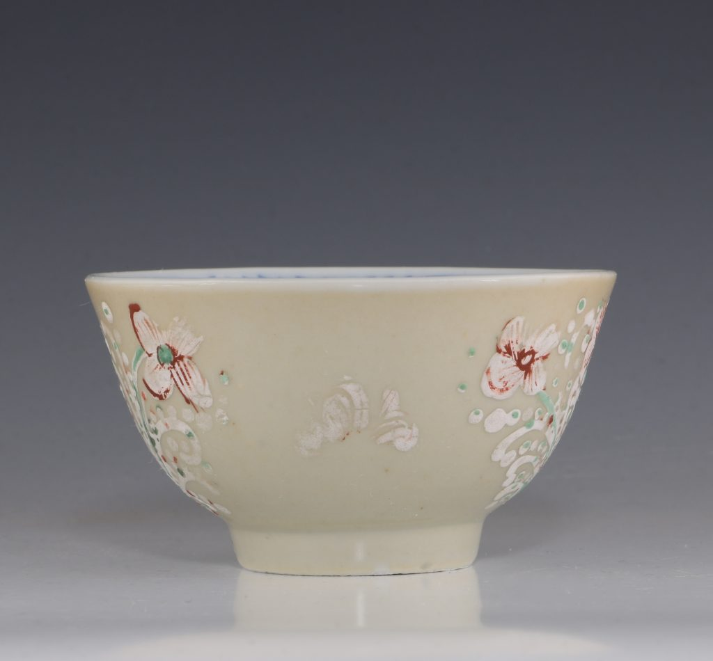 Pair of London Decorated Chinese Tea Bowls C1690-1710 9