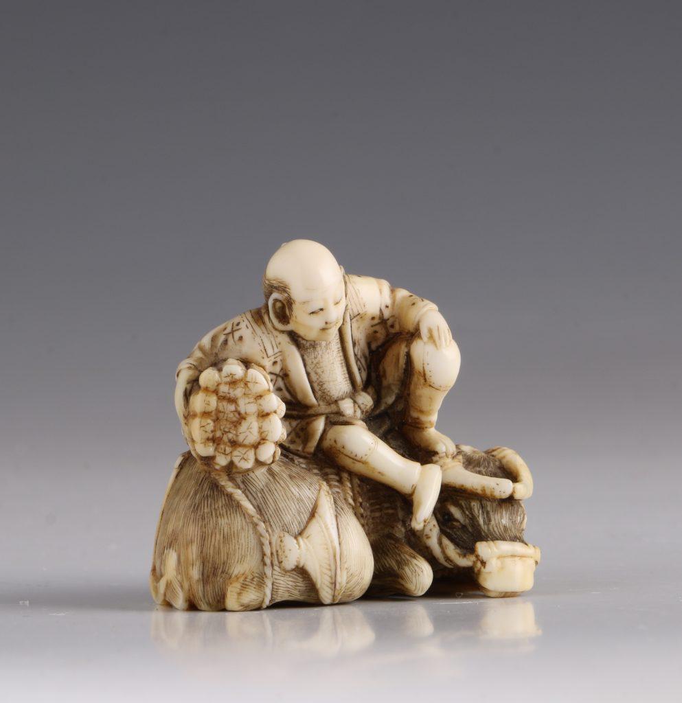 Japanese Ivory Netsuke of a Woodcutter and his Buffalo 19thC 3