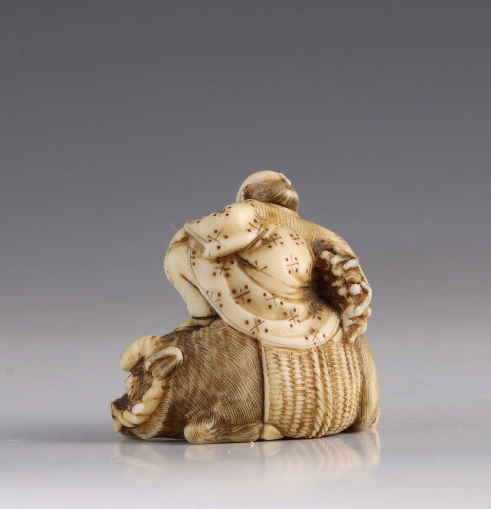 Japanese Ivory Netsuke of a Woodcutter and his Buffalo 19thC 4