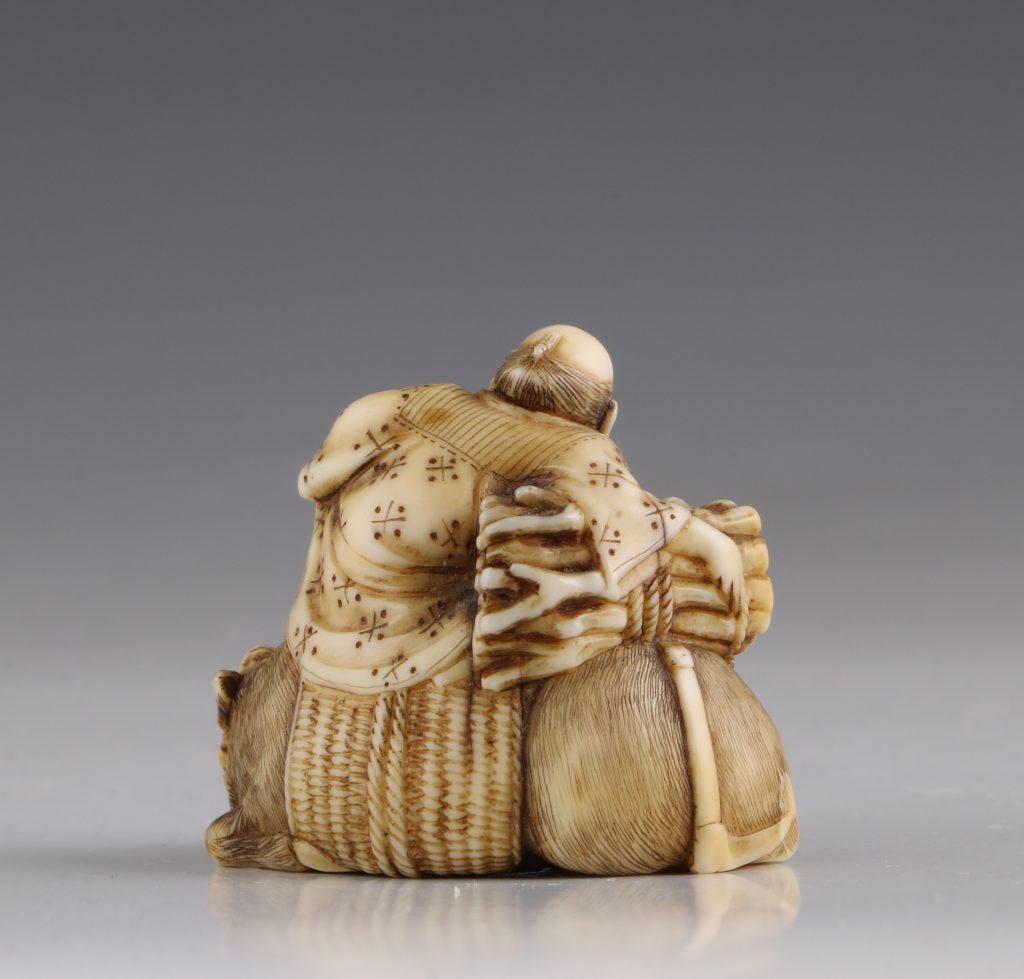 Japanese Ivory Netsuke of a Woodcutter and his Buffalo 19thC 5