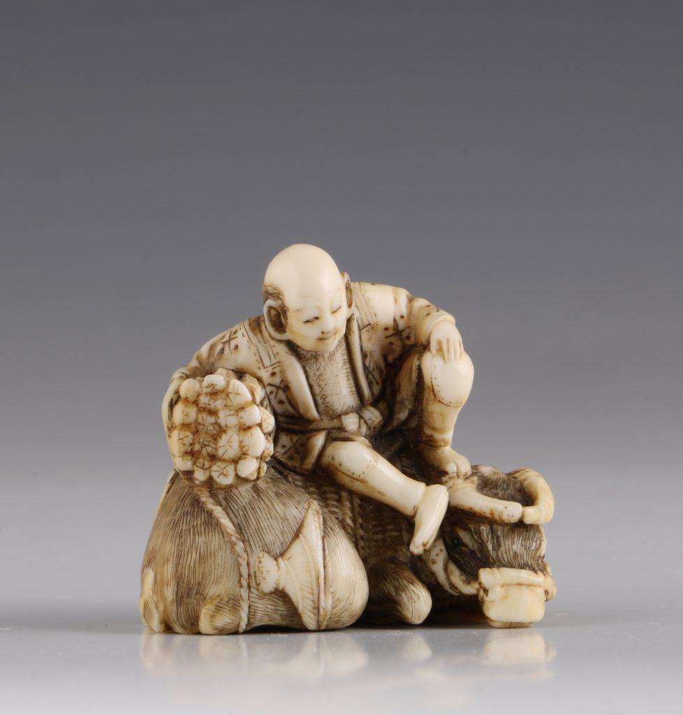 Japanese Ivory Netsuke of a Woodcutter and his Buffalo 19thC 6