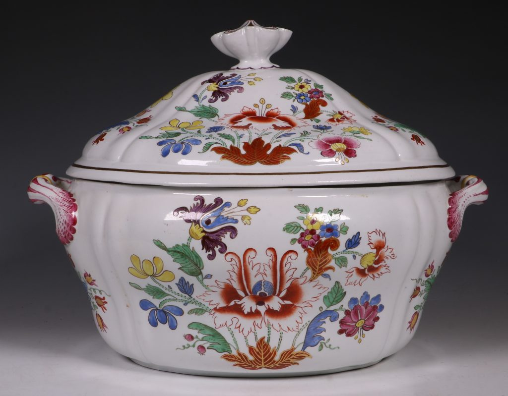 Doccia Tureen Cover and Stand 18thC 5