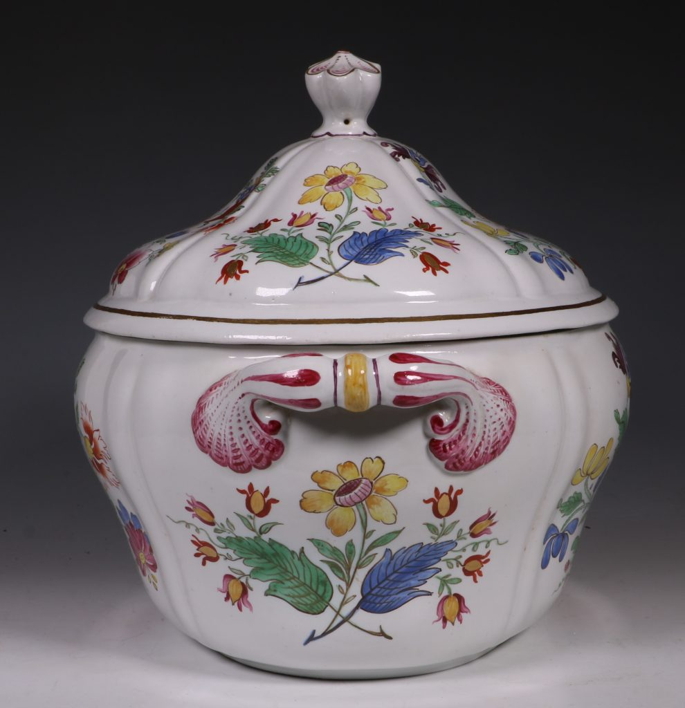 Doccia Tureen Cover and Stand 18thC 9