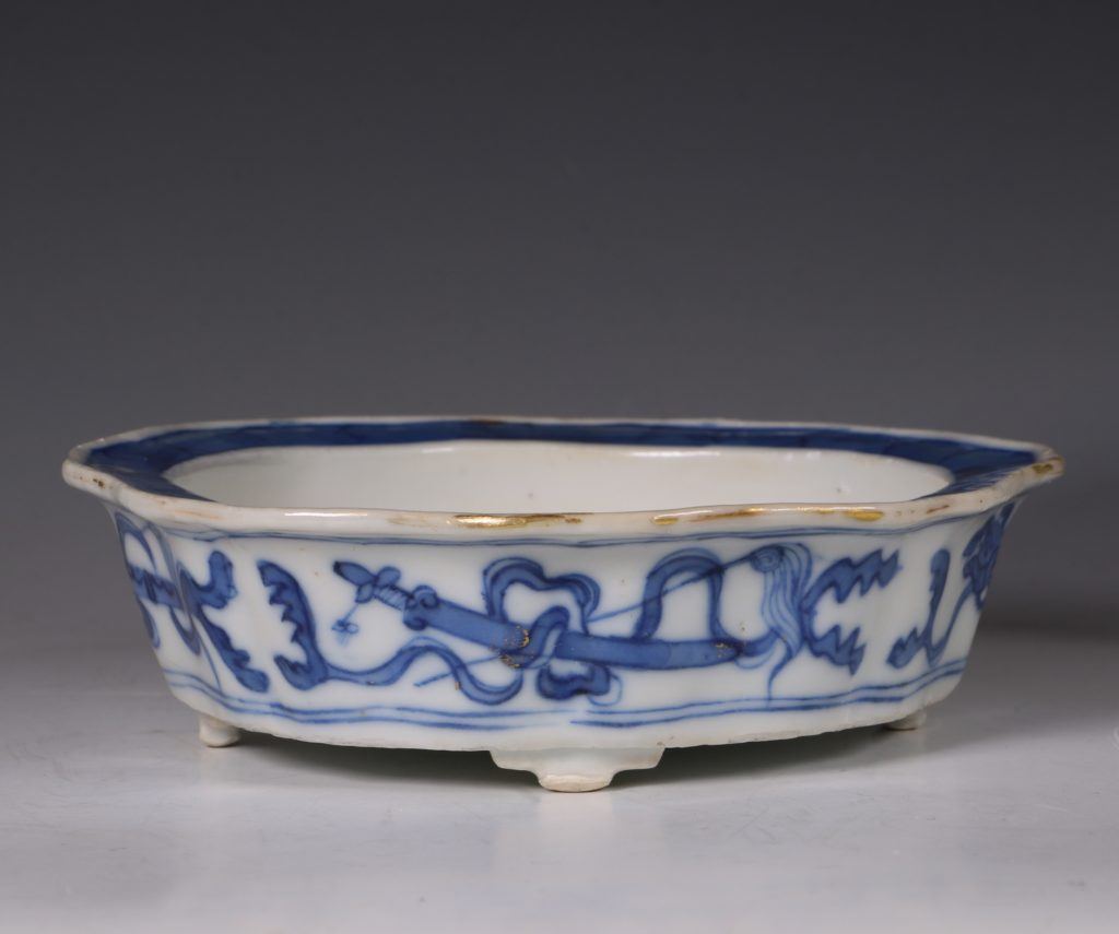 A Small Blue and White Jardiniere and Stand Kangxi C1700 4
