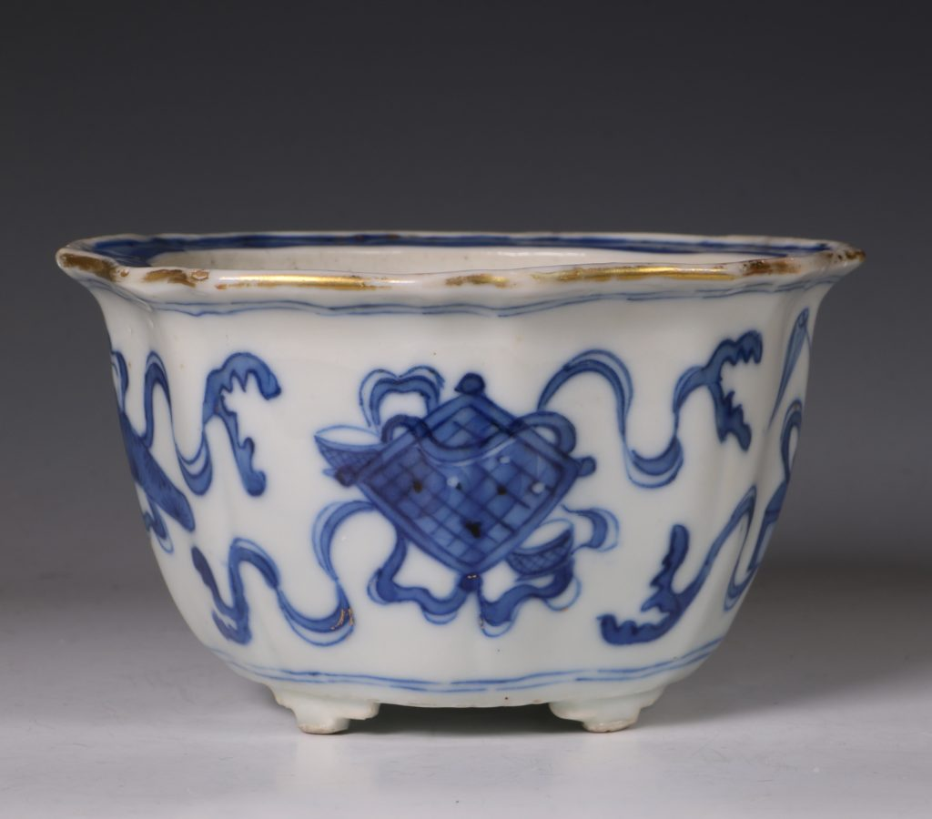 A Small Blue and White Jardiniere and Stand Kangxi C1700 8