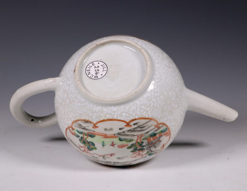 A Fine Famille Rose Teapot and Cover C1735 5