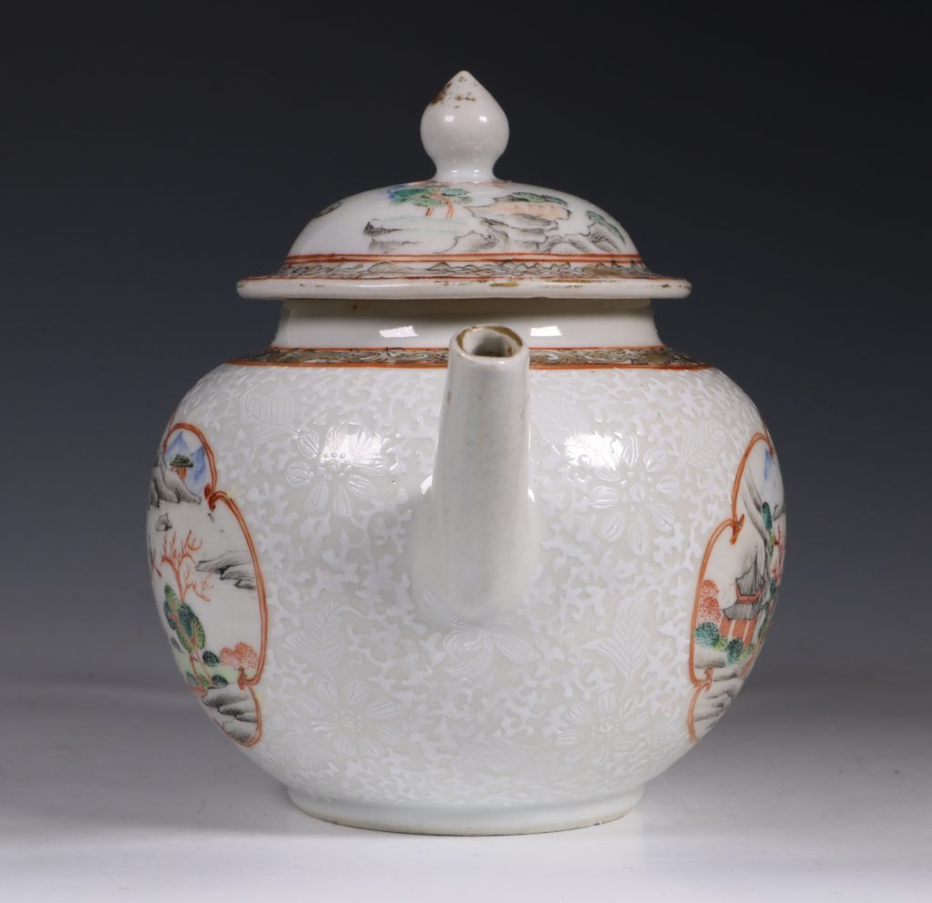 A Fine Famille Rose Teapot and Cover C1735 3