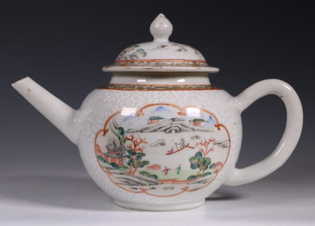 A Fine Famille Rose Teapot and Cover C1735 4