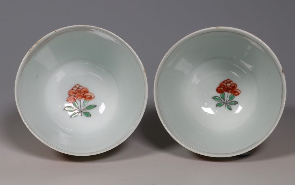 Pair of Dutch Decorated Chinese Beakers and a Saucer 18thC 5