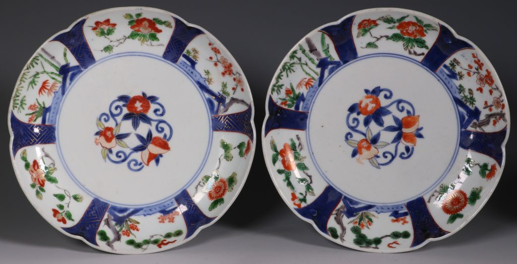 A Pair of Arita Lobed Dishes 17/18thC