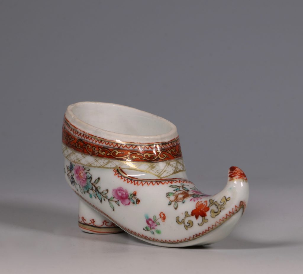 A Rare Chinese Export Famille Rose Shoe Snuff Box C1780 1