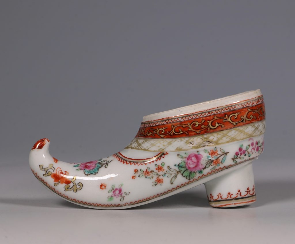 A Rare Chinese Export Famille Rose Shoe Snuff Box C1780 2