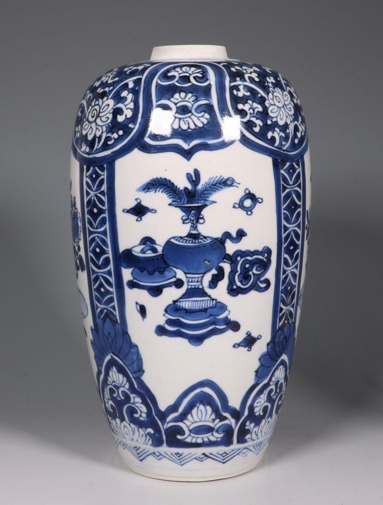 Kangxi Blue and White Ovoid Vase 17/18thC 1