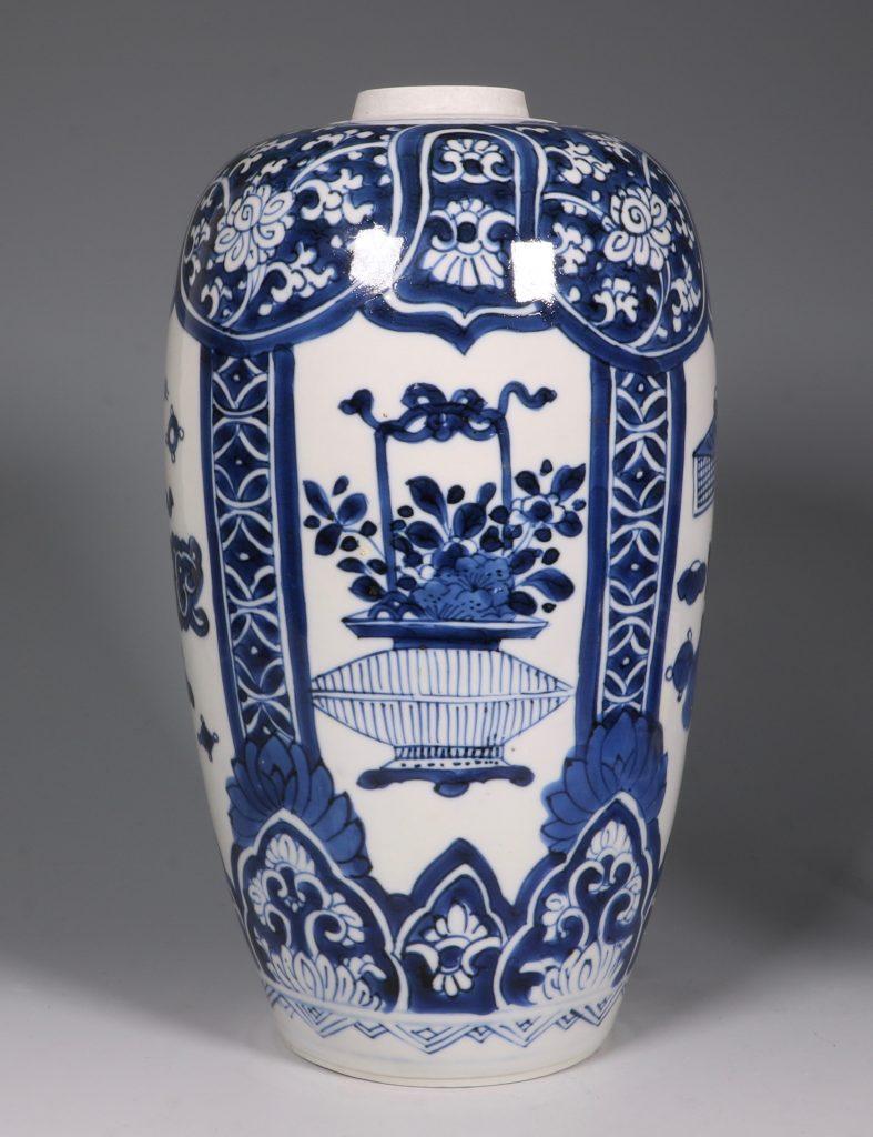 Kangxi Blue and White Ovoid Vase 17/18thC 2