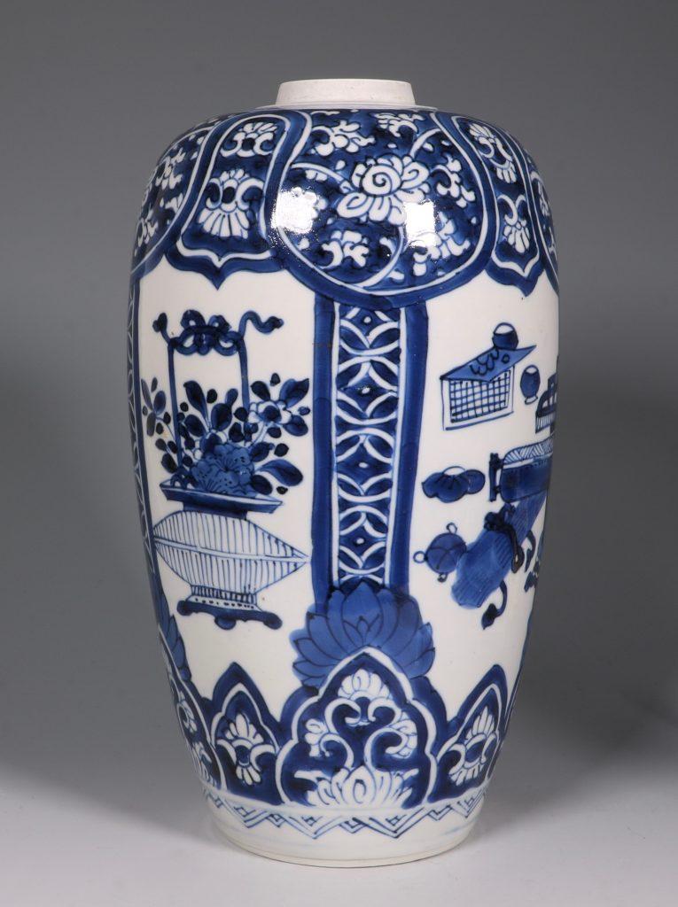 Kangxi Blue and White Ovoid Vase 17/18thC 3