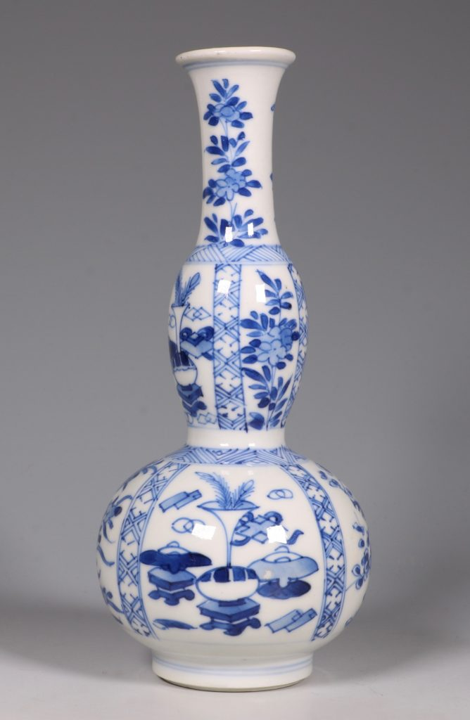 A Kangxi Blue and White double Gourd Vase 1