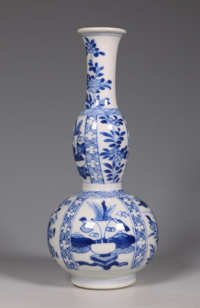 A Kangxi Blue and White double Gourd Vase 3