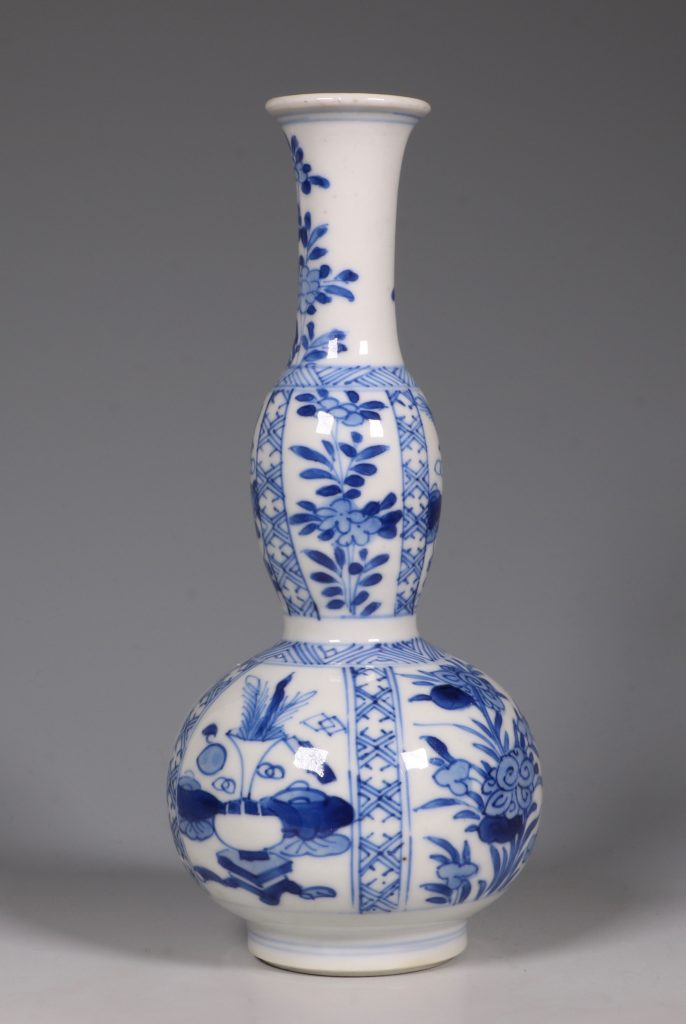 A Kangxi Blue and White double Gourd Vase 4