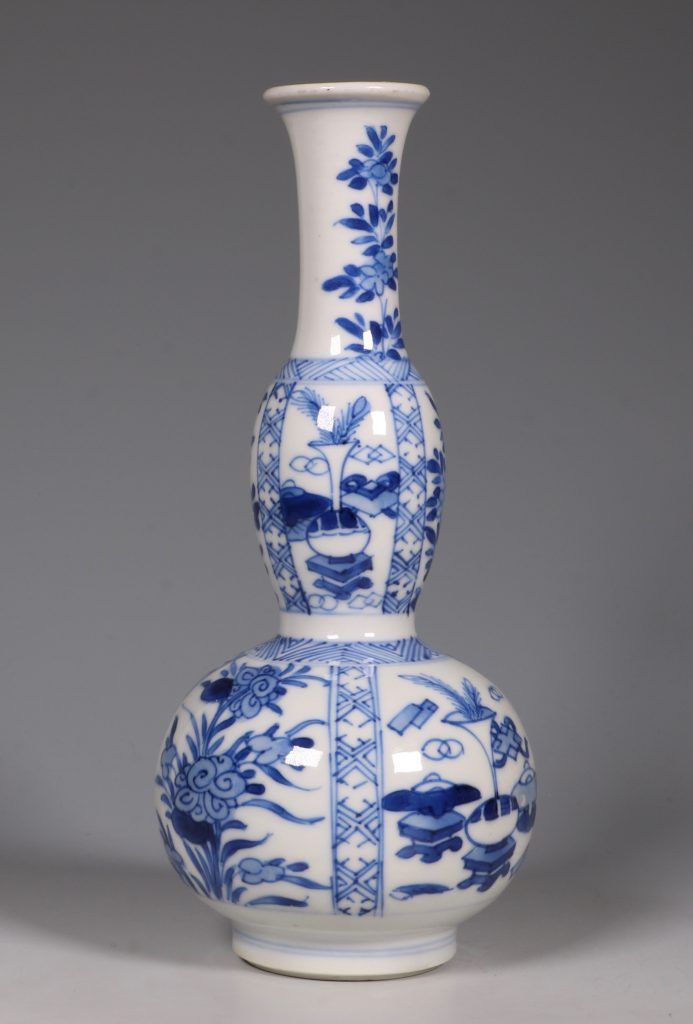 A Kangxi Blue and White double Gourd Vase 5