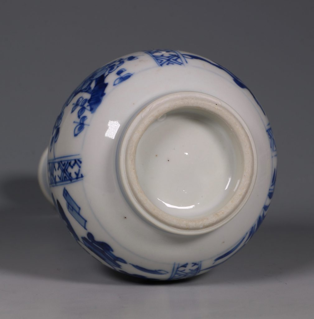 A Kangxi Blue and White double Gourd Vase 8