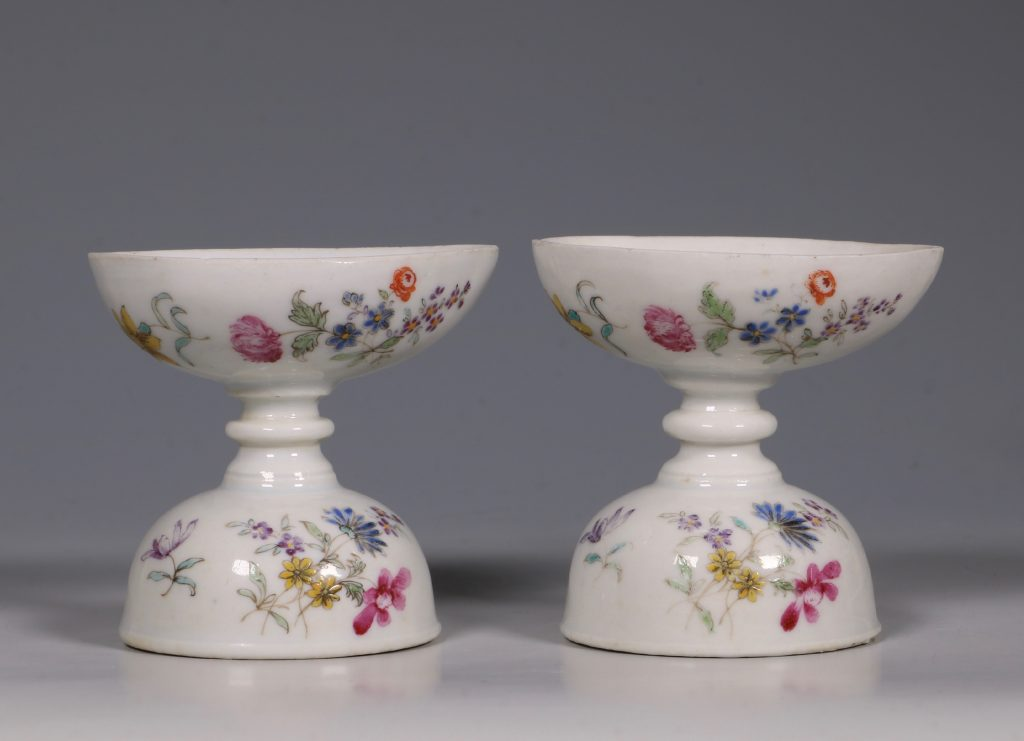A Pair of Rare Famille Rose Egg Cups Qianlong C1750 3