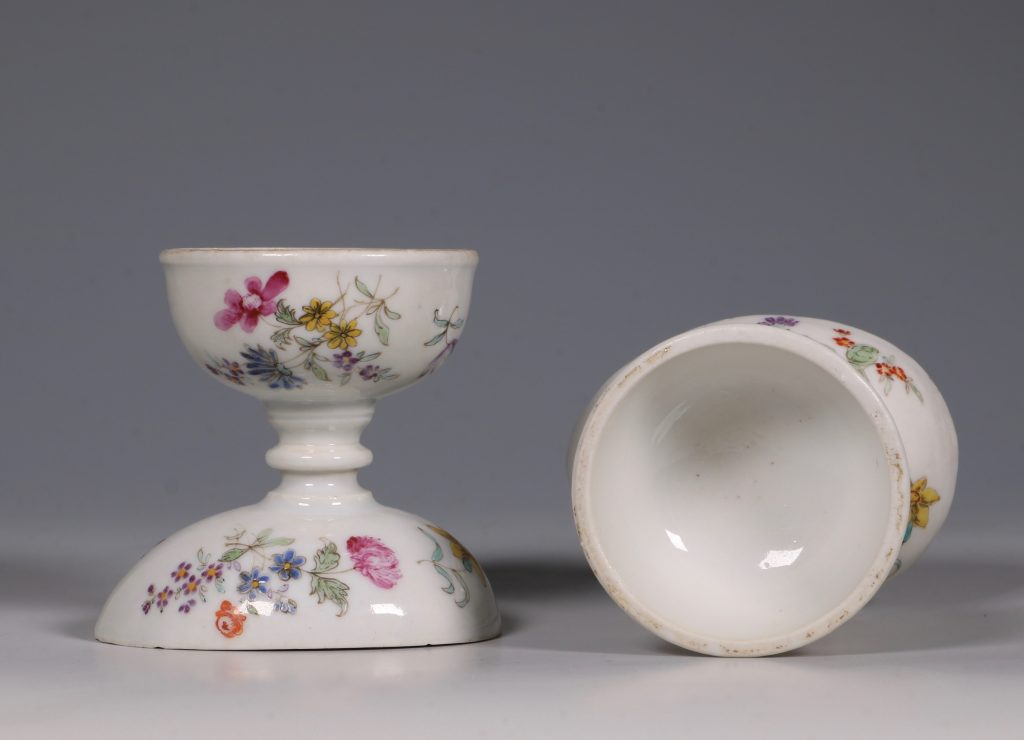 A Pair of Rare Famille Rose Egg Cups Qianlong C1750 7