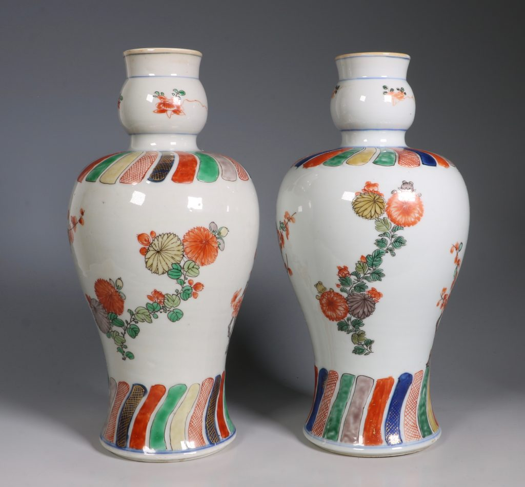A Pair of Mounted Kangxi Famille Verte Vases 8