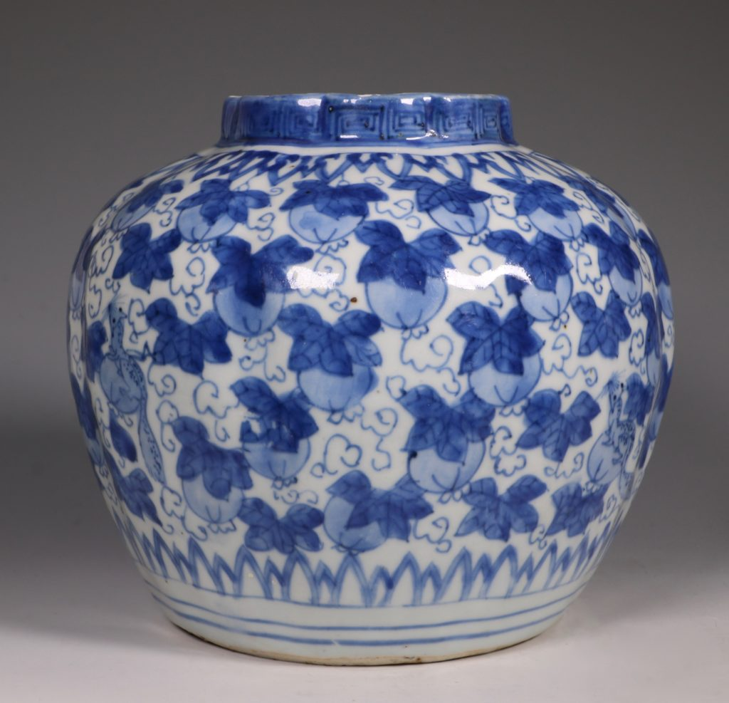 A Ming Blue and White Jar Wanli L16thC 3