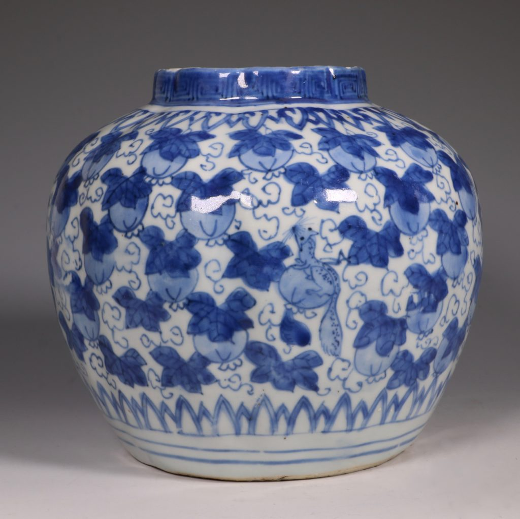 A Ming Blue and White Jar Wanli L16thC 4