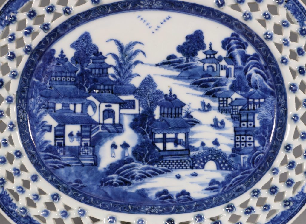 Chinese Blue and White Reticulated Dish C1770/5 1