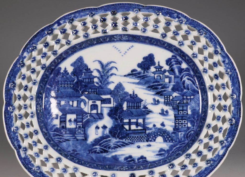 Chinese Blue and White Reticulated Dish C1770/5 3