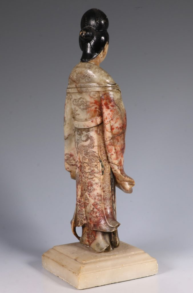 Chinese Soapstone Carving of a Standing Lady 17/18thC 4