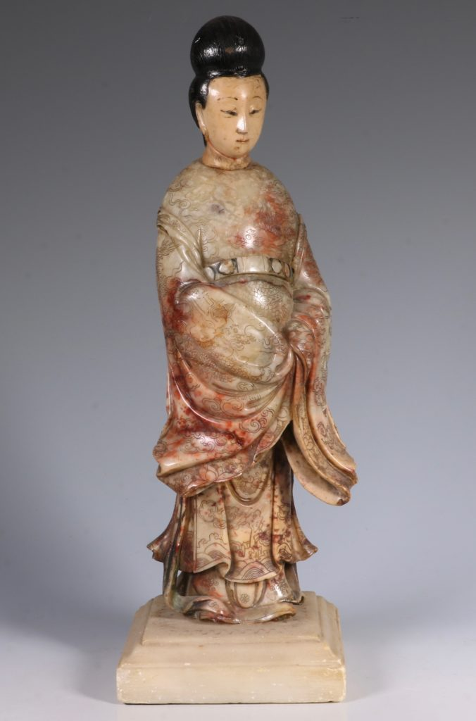 Chinese Soapstone Carving of a Standing Lady 17/18thC 5